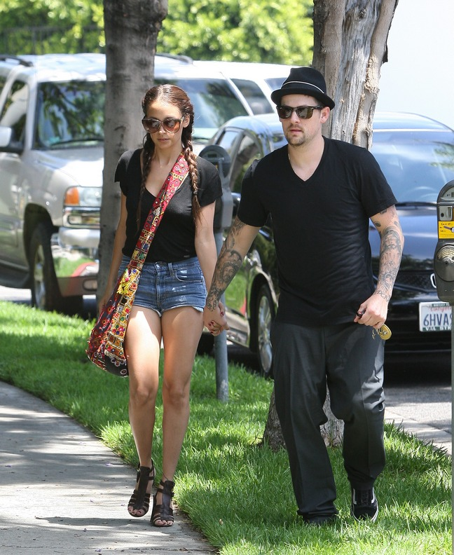 Nicole Richie, braids, jean shorts, bag, handbag, sunglasses, black tshirt, gladiator sandals, Joel Madden, black shirt, black fedora, gray pants,