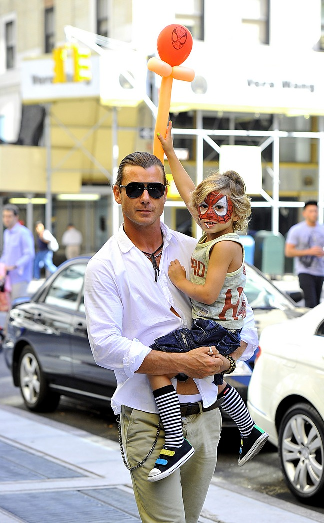 Gavin Rossdale, khaki pants, chain, white shirt, ponytail, sunglasses, Kingston Rossdale, spiderman face paint, balloon figure, striped socks
