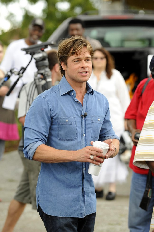 Brad Pitt, blue shirt, jeans, rings, coffee cup, microphone