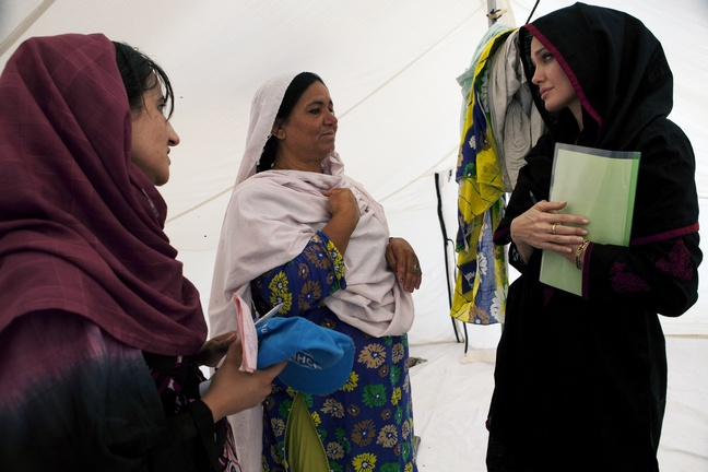 Angelina Jolie, black burqa, pakistan flood