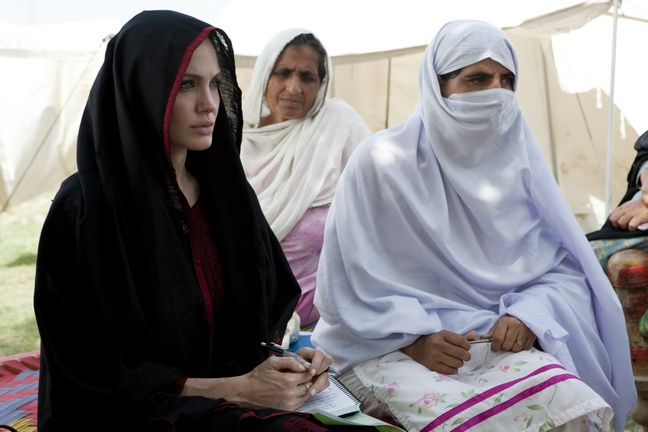 Angelina Jolie, pakistan, black burqa, black head covering