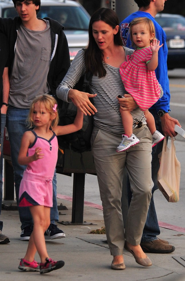 Jennifer Garner, striped top, dress pants, nude flats, beige flats, black tote, black purse