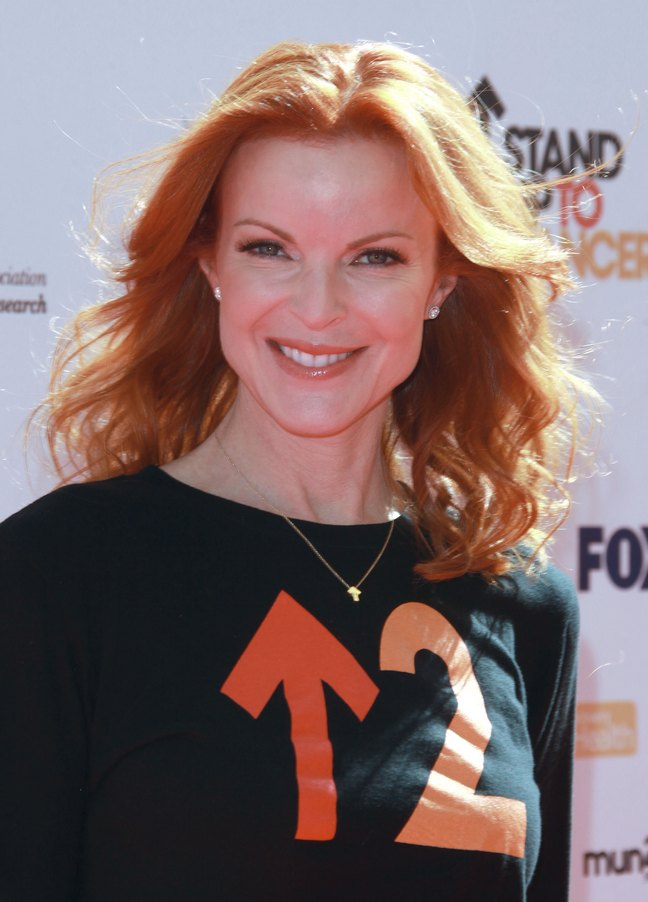 Marcia Cross, stand up to cancer tshirt, black tshirt, red hair, necklace, stud earrings