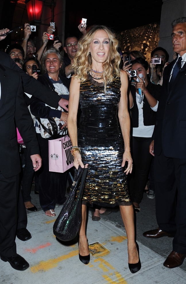 Sarah Jessica Parker, Fashions Night Out, black gold and silver dress, black satin heels, black bag, sequined dress, necklaces,