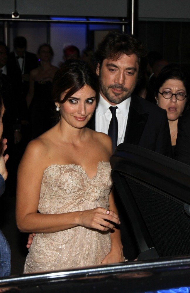 Penelope Cruz, champagne dress, strapless dress, earrings, ring, Javier Bardem, dark suit