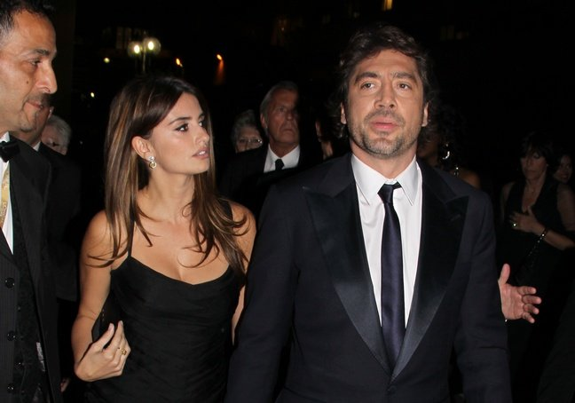 Penelope Cruz, black dress, black clutch, strapless dress, diamond dangle earrings, Javier Bardem, suit