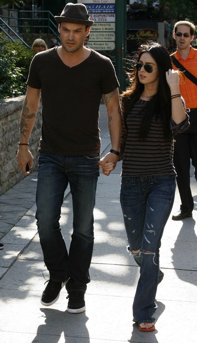 Megan Fox, gray and black striped shirt, red flip flops, jeans, sunglasses, Brian Austin Green, fedora, brown tshirt, jeans, black shoes