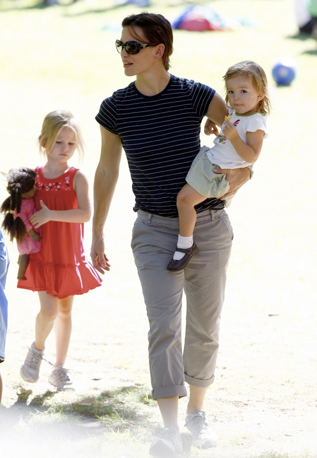 Jennifer Garner, blue and white striped t-shirt, khaki pants, athetic shoes, Violet Affleck, Seraphina Affleck