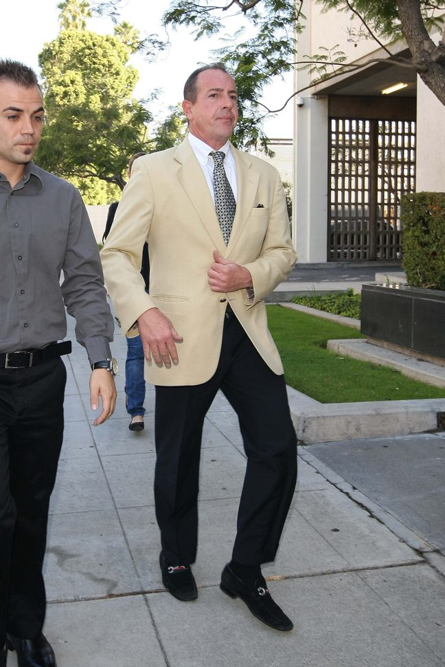Michael Lohan, suit jacket, courthouse, Lindsay Lohan