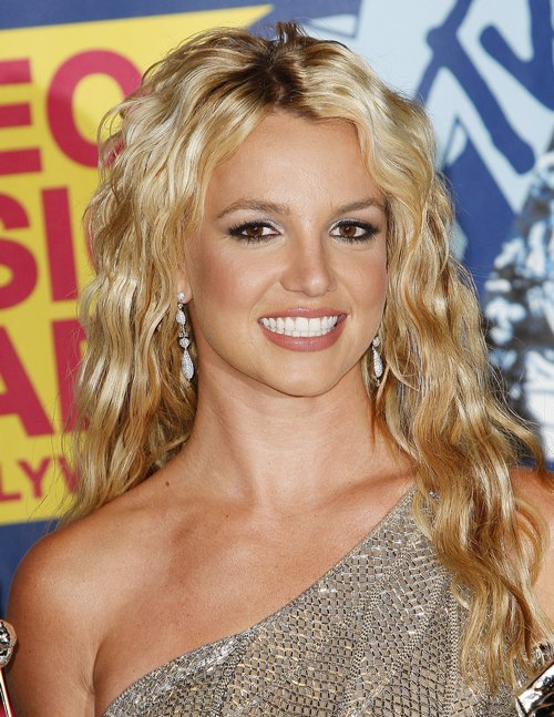 Britney Spears, MTV video music awards, silver dress, diamond drop earrings, wavy hair, curly hair, one shoulder dress, red carpet