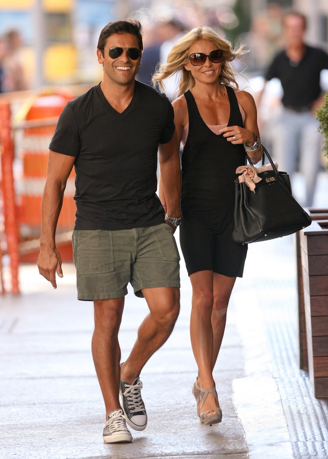 Kelly Ripa, black tank dress, high heels, sunglasses, purse, black bag