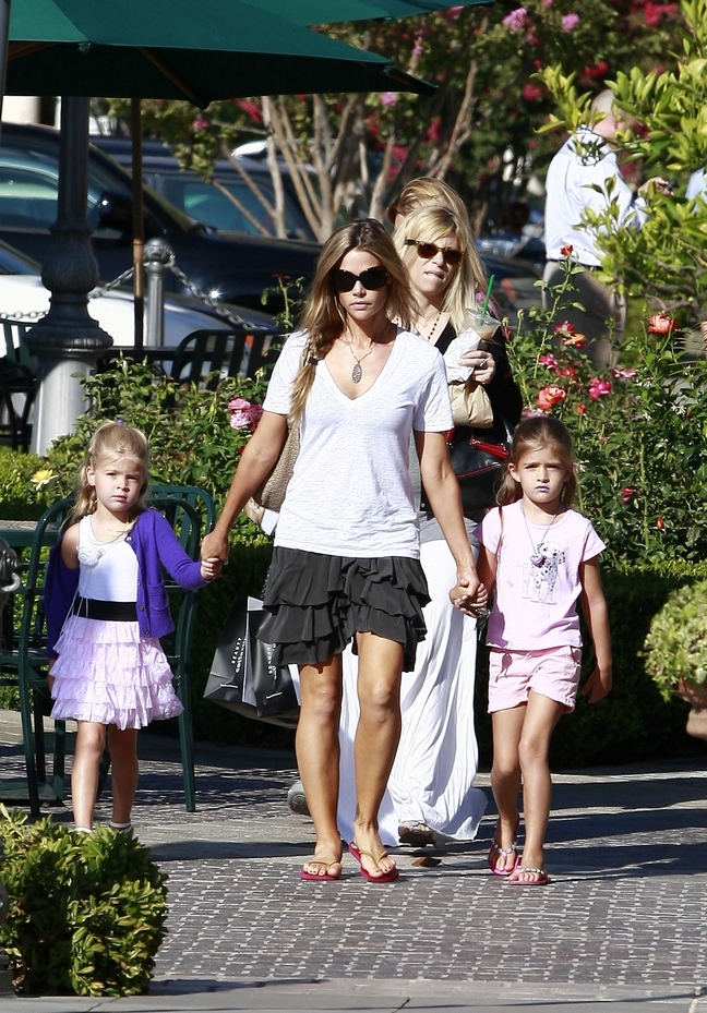 Denise Richards, black ruffle mini skirt, white v-neck t-shirt, white shirt, necklace, flip flops, sunglasses