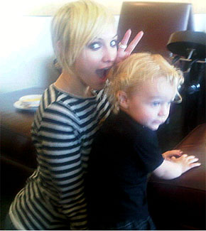 Ashlee Simpson, striped shirt, blonde hair, pixie haircut
