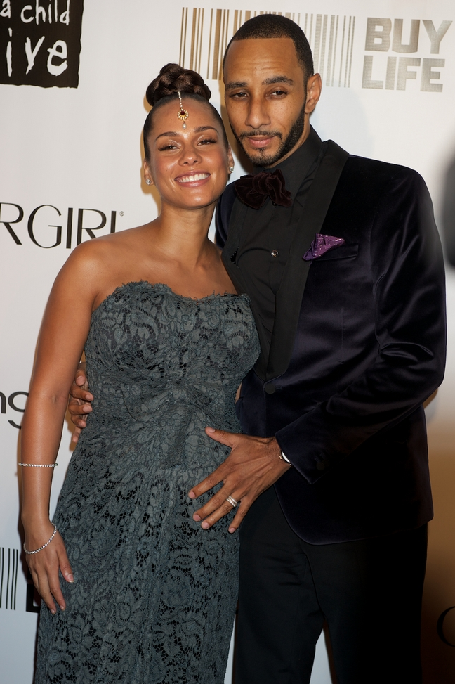 Alicia Keys, gray lace dress, bracelet, Swizz Beatz