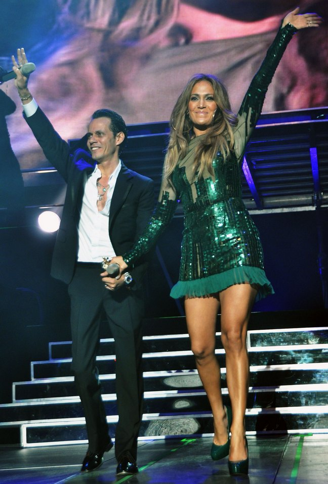 Jennifer Lopez, green mini dress, green sequin dress, emerald dress
