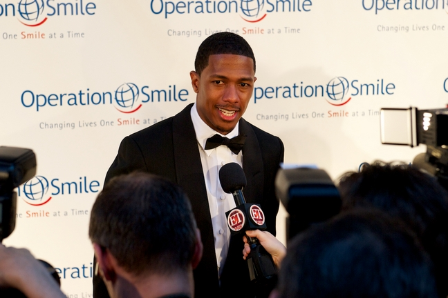 Nick Cannon, red carpet, tuxedo