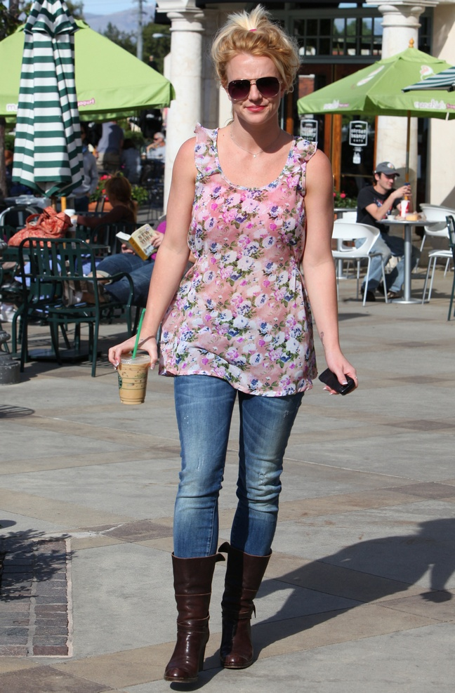 Britney Spears, floral blouse, jeans, sunglasses, boots