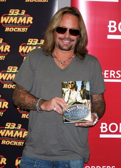 Vince Neil, gray t-shirt, necklace, sunglasses