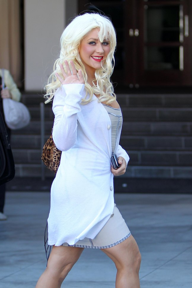 Christina Aguilera, tan dress, white sweater coat, leopard print bag