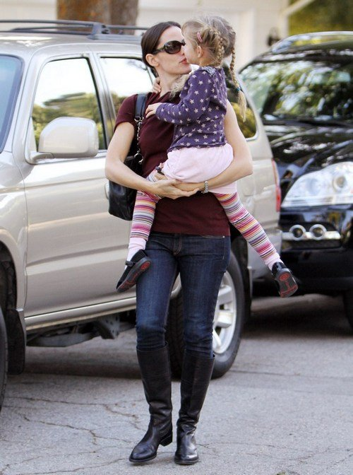 Jennifer Garner, burgandy top, jeans, black boots