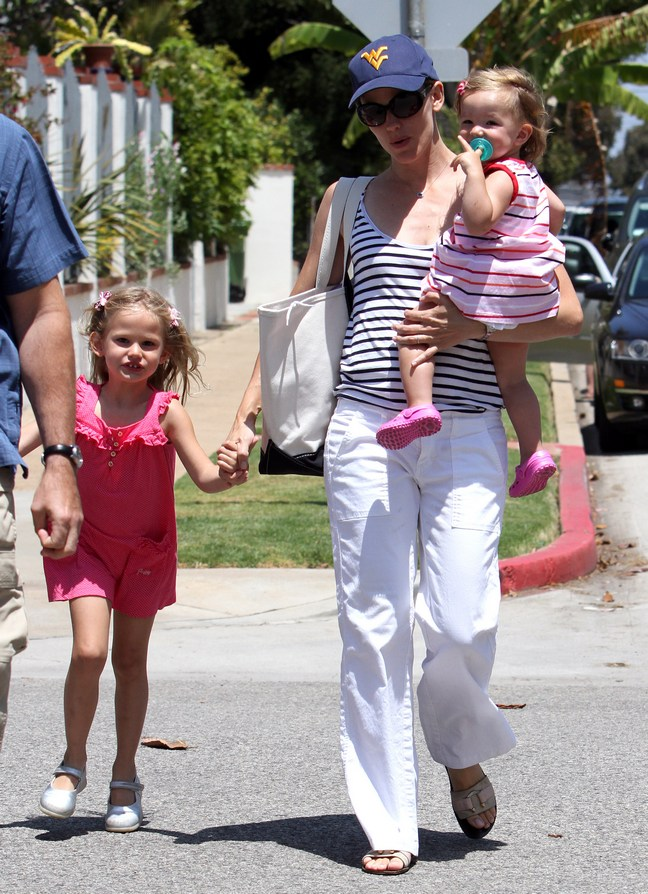 Jennifer Garner White Pants Seraphina Violet Summer Dresses