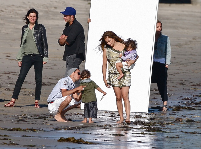 Jennifer Lopez barefoot, green jumper, beach