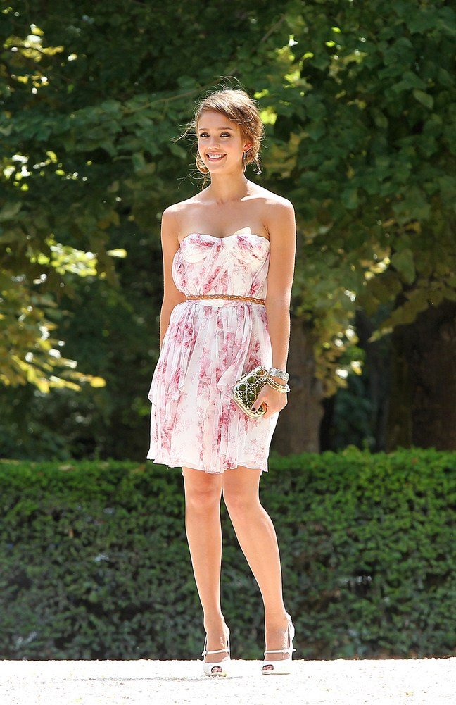 Jessica alba sunglasses white pink summer dress sandals